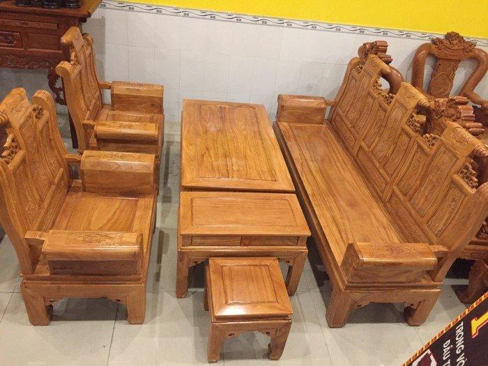 Nên mua ghế gỗ hay mua sofa cho gia đình